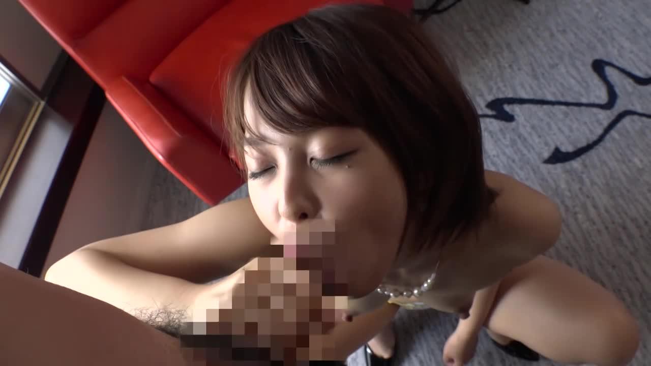 性欲が抑えきれない激カワな若妻が興味本位でハメ撮りAVに出演…
